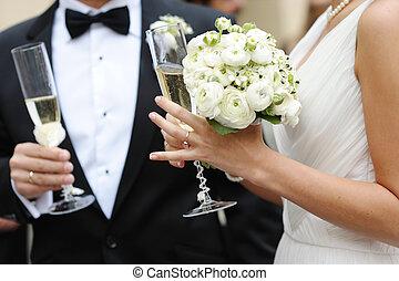 noivinhos, champanhe, segurar óculos