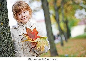outono, menininha, feliz