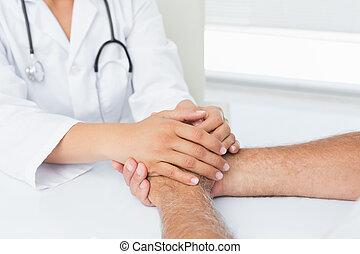 pacientes, seção, mãos, doutor, meio, segurando, close-up