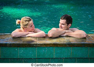 par, feliz, natação, sorrindo, piscina