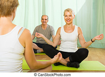 par maduro, instrutor, ioga, prática