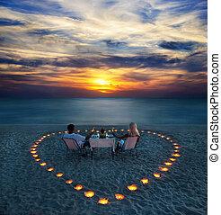 par romântico, parte, jovem, jantar, praia