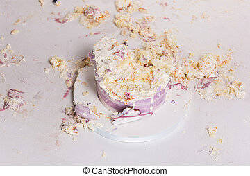 pedaços, esmagado, birthday., bolo, tabela, branca, sujo, primeiro