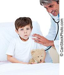 pequeno, assistindo, exame, cute, menino, médico
