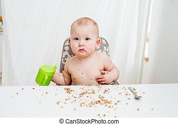 pequeno, comer, comedor, kitchen., bebê, sujo, feliz