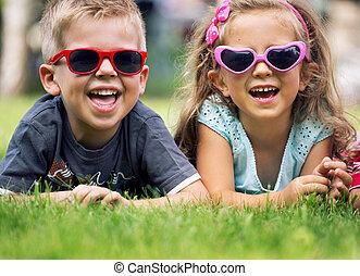 pequeno, cute, crianças, óculos de sol, fantasia