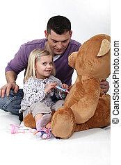 pequeno, dela, pelúcia, doutor, bear., menina, tocando