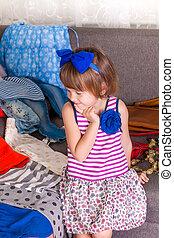 pequeno, escolher, dela, thinking., criança, clothes., lote, wardrobe., novo, menina, vista