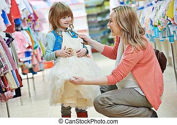 pequeno, shopping mulher, menina, roupas