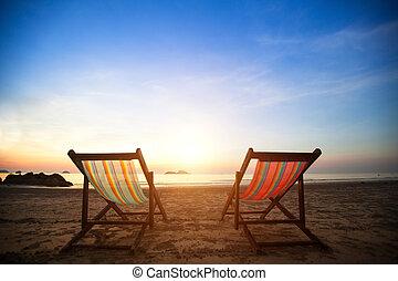 perfeitos, concept., loungers, férias, costa, desertado, mar, par, amanhecer, praia