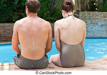 piscina, par, natação, ao lado, sentando