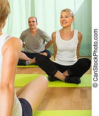 prática, par, instrutor, ioga, maduras