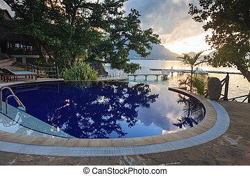 praia tropical, pôr do sol, piscina
