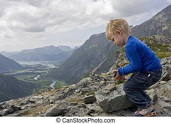 predios, menino, ?ndalsnes, experiência., cairn, (3, topo, litjfjellet., anos, rauma, old), pequeno, norway.