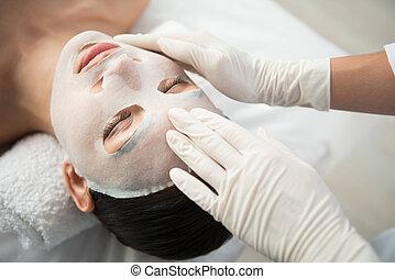 produto, aplicando, esteticista, cosmético, hidratar, femininas, pele