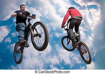 pulo alto, cavaleiro bicicleta