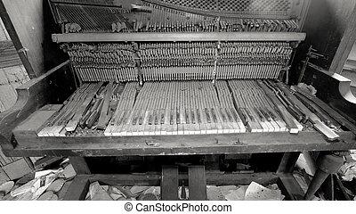quebrada, piano, sala, trashed