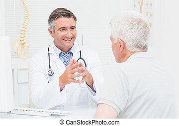 sênior, doutor, paciente, ortopédico, discutir