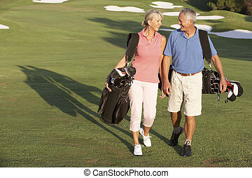 sacolas, andar, golfe, par, curso, carregar, ao longo, sênior