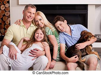 sala de estar, família, sentando, cachorro doméstico, feliz