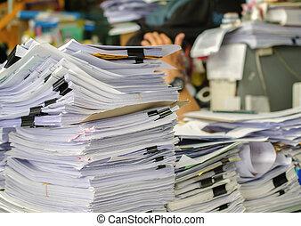 ser, documentos, cima, managed., alto, esperando, pilha, escrivaninha, pilha