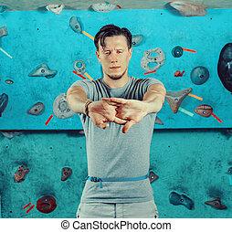 seu, ginásio, cima, mãos, escalando, antes de, warming, homem