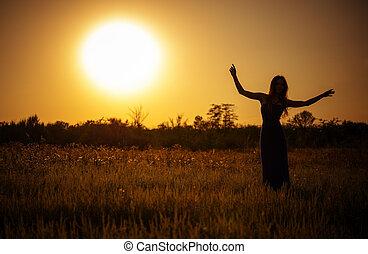 silueta, dançar, céu, jovem, contra, pôr do sol, menina, vestido