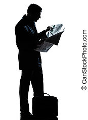 silueta, homem, comprimento, ficar, cheio, jornal leitura