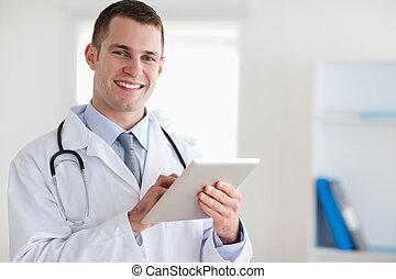 sorrindo, doutor, seu, tabuleta