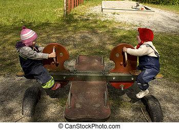 teeter, tocando, cambaleie, playground., crianças