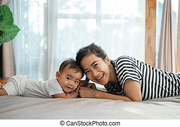 tocando, mãe, junto, bebê, dela