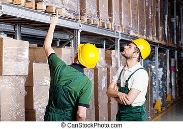 trabalhadores armazém