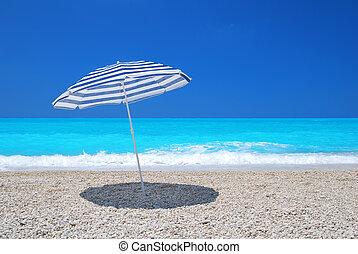turquesa, guarda-chuva, sol, céu, mar, praia seixo