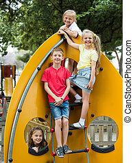 urbano, playground., tocando, crianças