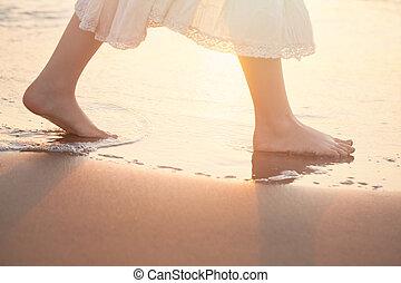 verão, andar, descalço, férias, mar, water., menina, praia
