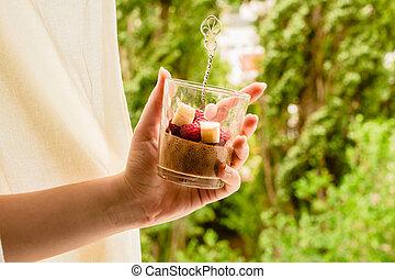 verão, detox, natureza, alimento, sobremesa, concept., árvore, mousse, aquafaba., escuro, experiência., verde, dieta, caseiro, vegan, jarros, chocolate, (souffl?)