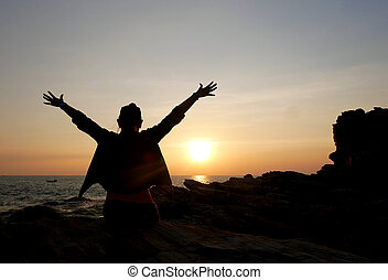 verão, mulher relaxando, liberdade, pôr do sol, mar, desfrutando, praia