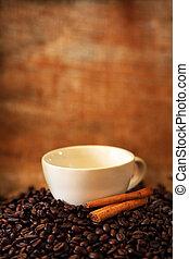 xícara café, feijões, assado